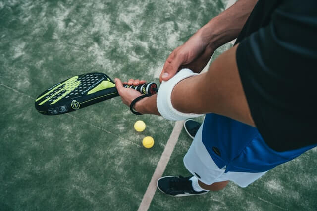 Can You Switch Hands While Playing Tennis
